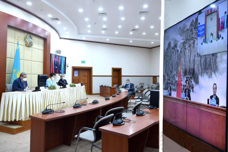 哈萨克斯坦议会代表和中国人大代表举行在线会谈