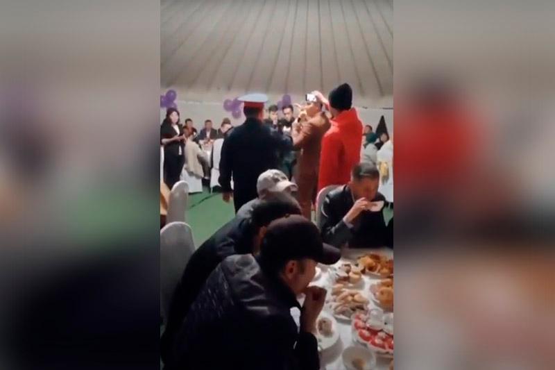 Лжеполицейского-тамаду могут привлечь к ответственности в Карагандинской области