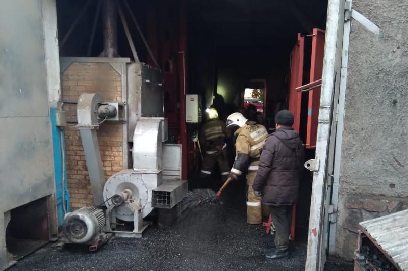 Пожар на складе семечек произошёл в Семее