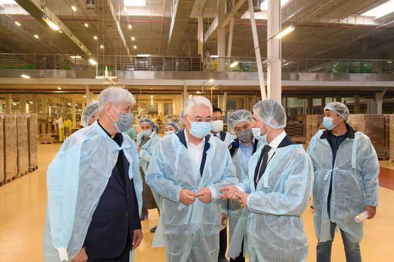 Бейбут Атамкулов ознакомился с крупными индустриальными проектами в Алматинской области