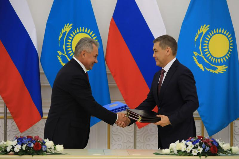 Kazakhstan and Russia discuss military coop