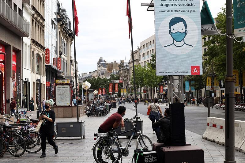 Бельгия вводит комендантский час и особый режим приема гостей