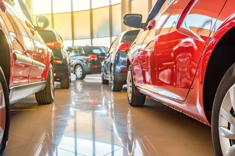 Зарегистрировать новую машину теперь можно в автосалонах Караганды
