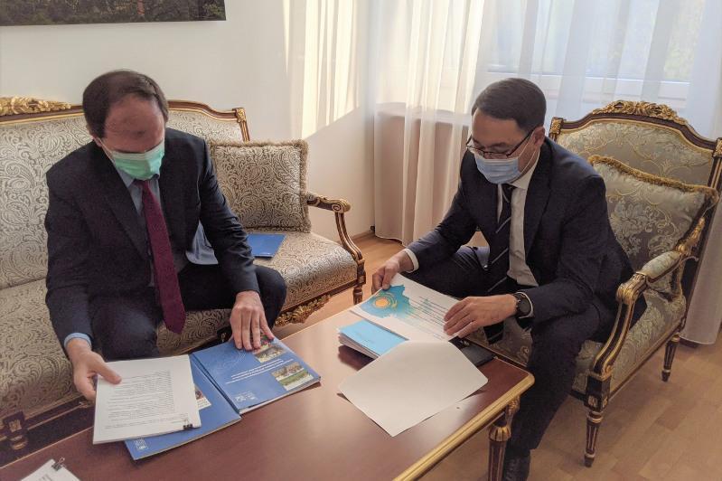 哈萨克斯坦外交部副部长会见联合国开发计划署常驻代表