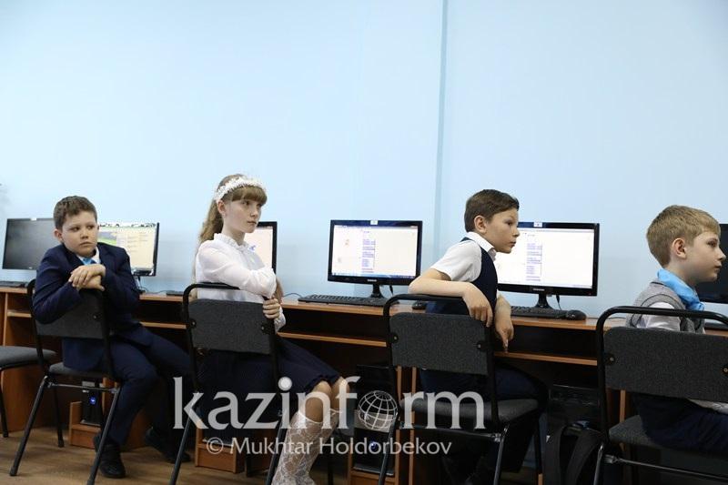 За три недели в Павлодарской области коронавирусом заболели 14 учеников