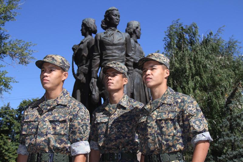 Актауские братья-тройняшки служат в полку Нацгвардии в Уральске