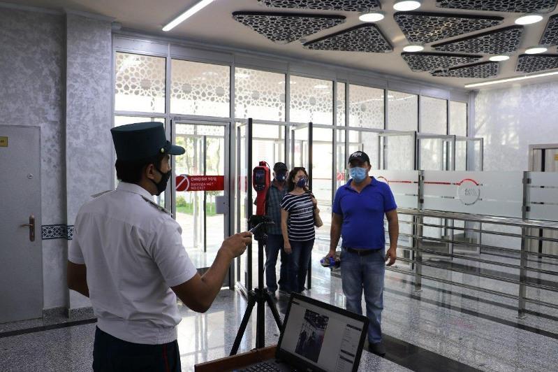 В общественный транспорт Ташкента будут запускать только в масках и перчатках