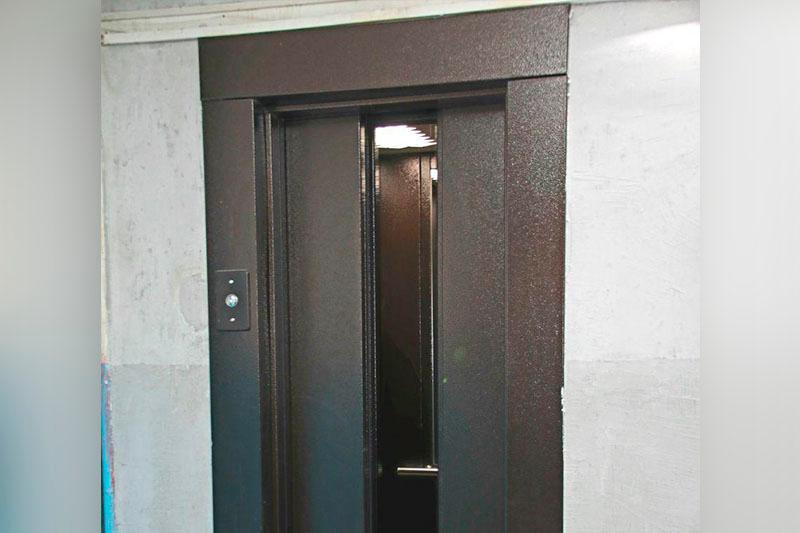 Шесть человек застряли на 22 этаже жилого дома в Алматы