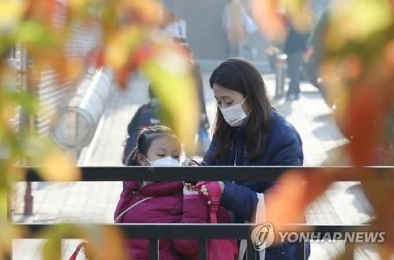 S.Korean pupils take more in-person classes amid eased social distancing rules