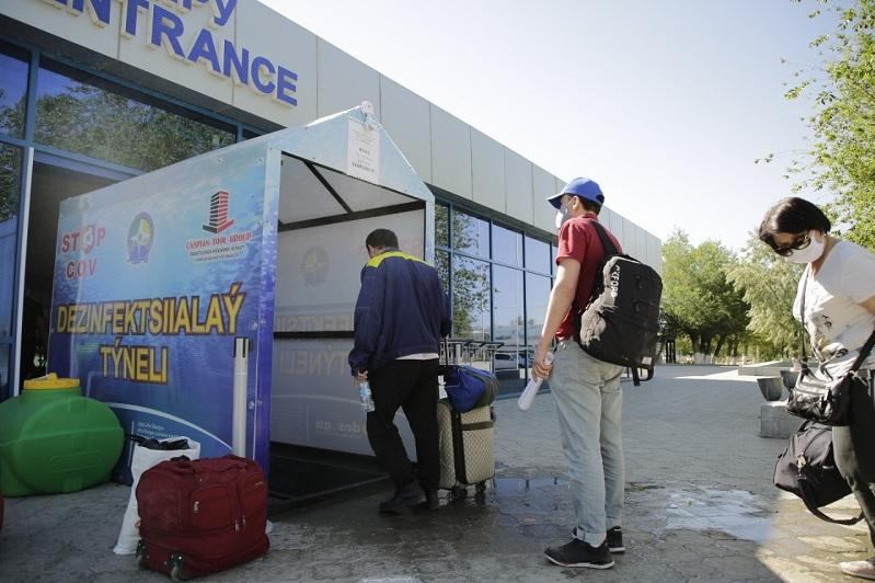 В Атырау 64 пассажира госпитализировали из-за отсутствия ПЦР-теста
