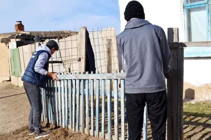 Молодежь помогает пенсионерам в Сырымском районе ЗКО