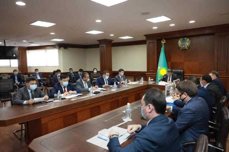 Аким Атырауской области поручил усилить профилактику второй волны коронавируса