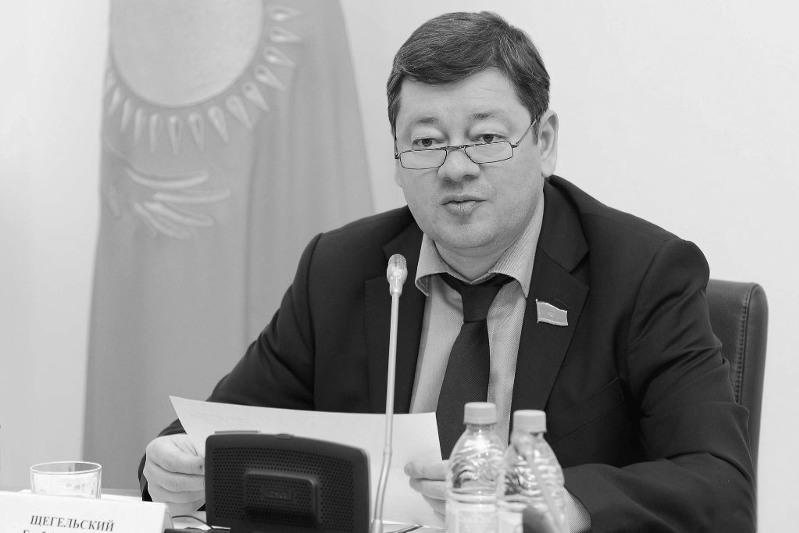 В Мажилисе почтили память депутата Глеба Щегельского