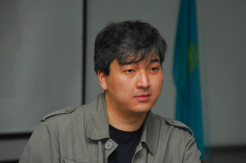 Политолог Данияр Ашимбаев назвал три партии с наибольшими шансами на прохождение в Парламент