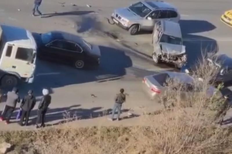 Авария с участием двух автобусов произошла в Караганде
