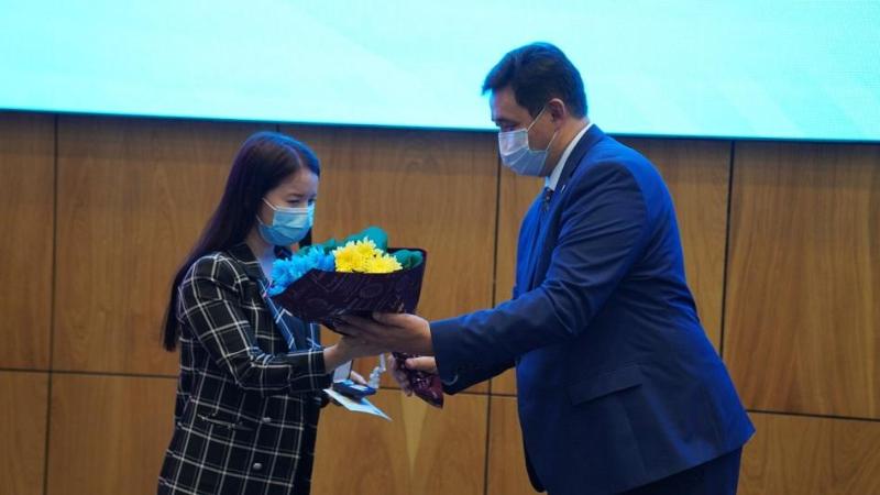 Отличившимся в борьбе с коронавирусом туркестанцам вручили медали «Халық алғысы»
