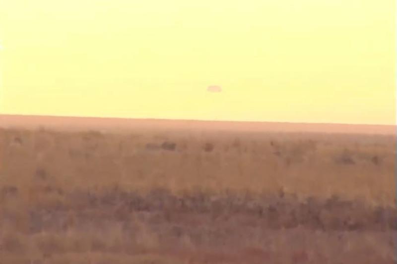 """载有3名机组人员的联盟""""MS-16""""号载人飞船成功在哈萨克斯坦着陆"""