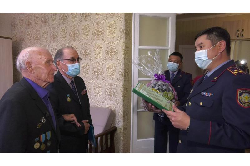 Ветерана ВОВ в Усть-Каменогорске поздравили с 95-летним юбилеем