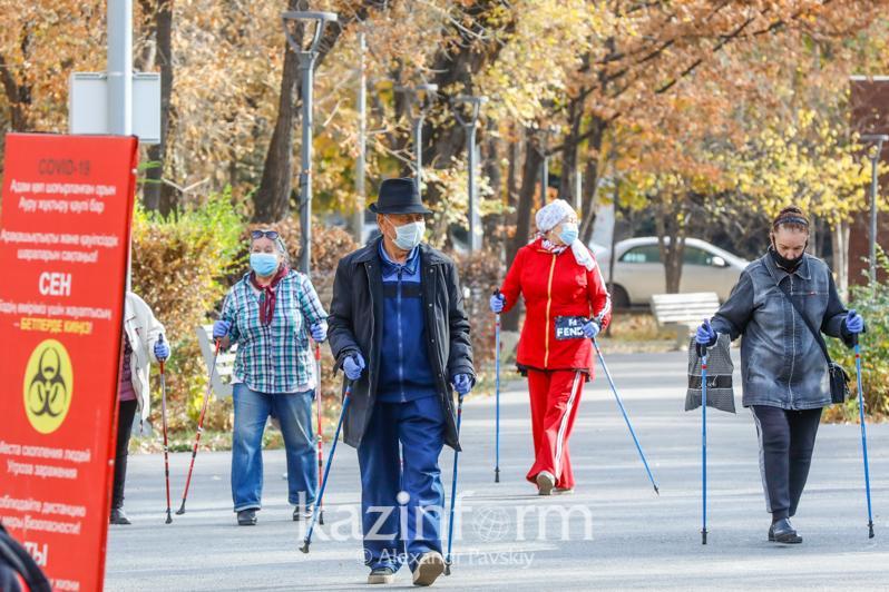 В скандинавской ходьбе состязались алматинские пенсионеры