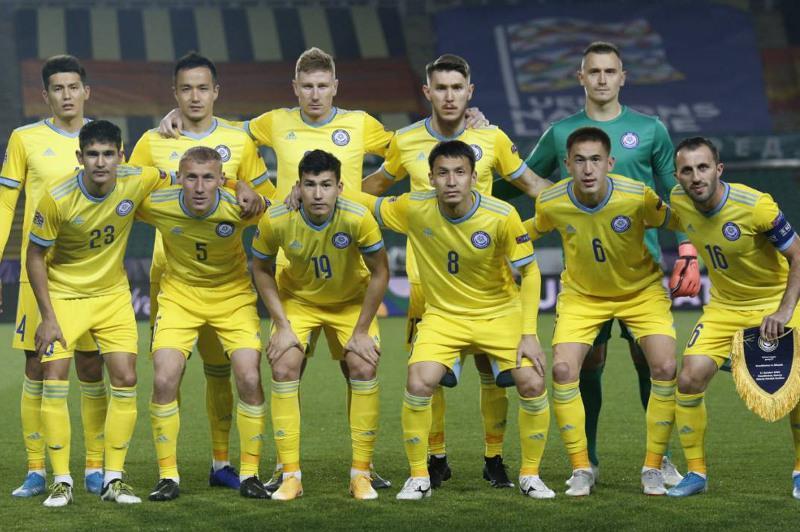 Сборная Казахстана ухудшила положение в рейтинге ФИФА
