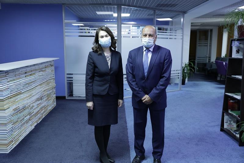 Советник Президента Сэр Сума Чакрабарти провел встречу с Анар Жаилгановой