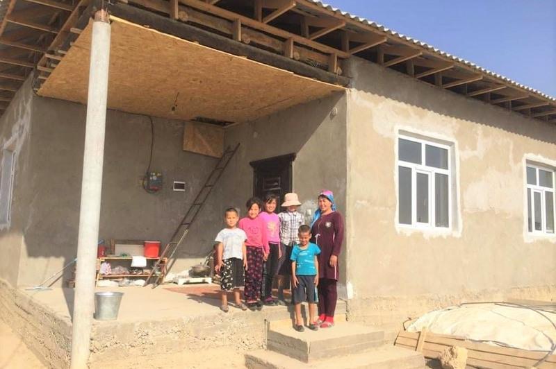 Мама восьмерых детей получила дом в Туркестанской области