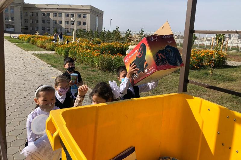 Около 40 тонн вторсырья собрали школьники Нур-Султана