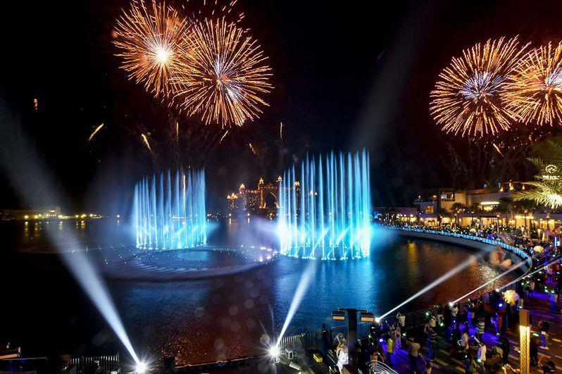 阿联酋迪拜建成全球最大音乐喷泉