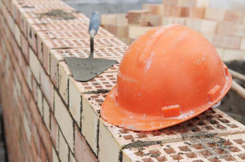 15-летний подросток упал со второго этажа на стройке в Темиртау