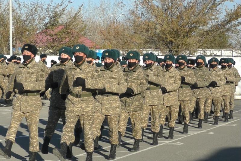 Военнослужащие срочной службы уволены в запас в Семее