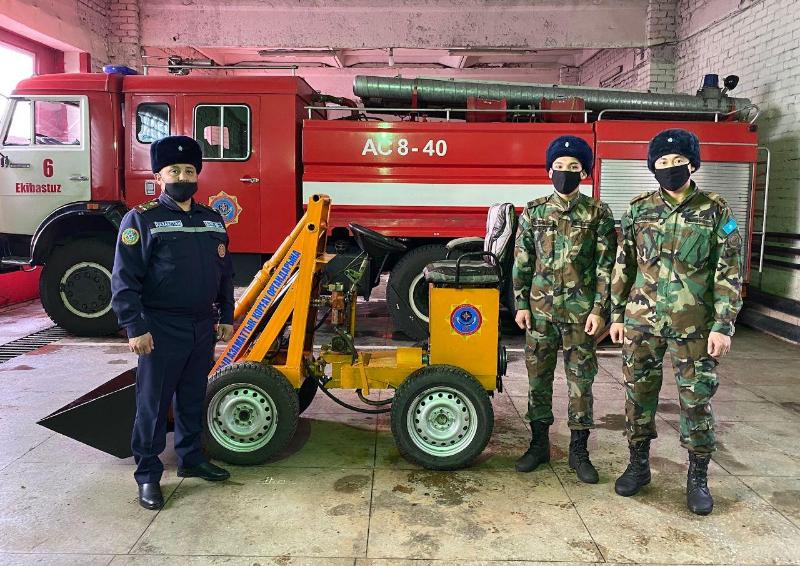 Экибастузские пожарные сконструировали мини-трактор из подручных материалов