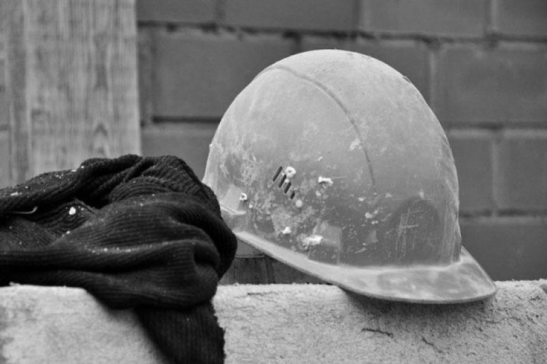 В Павлодарской области монтажника убило упавшей плитой