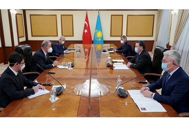 哈萨克斯坦政府总理会见土耳其国防部长