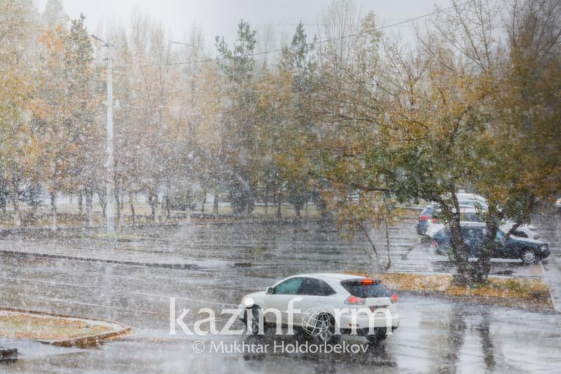 Метель, ветер, гололед: штормовое предупреждение объявили в восьми регионах РК
