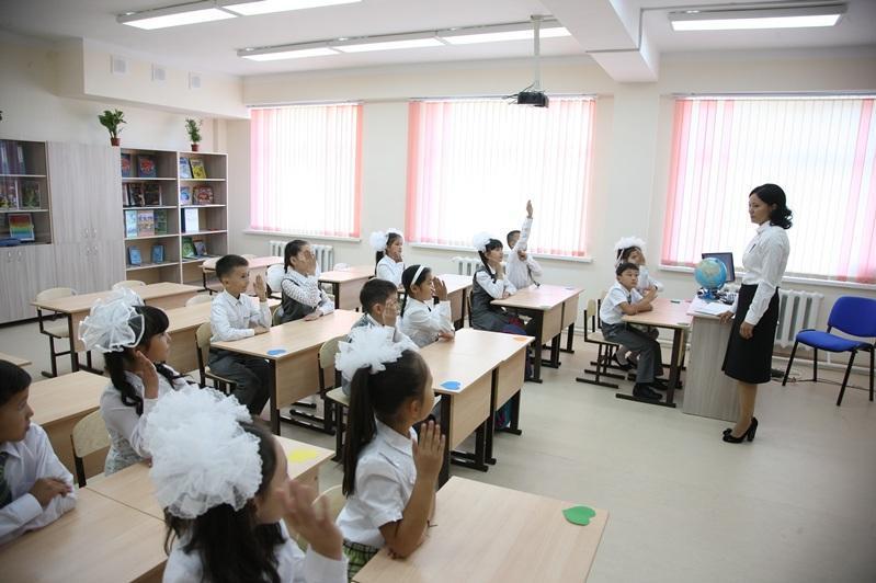 Екінші тоқсаннан бастап 300-ге дейін оқушысы бар мектептер дәстүрлі форматқа ауысады