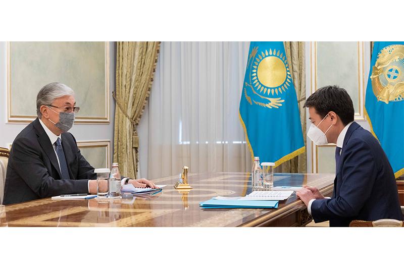 托卡耶夫总统接见司法部长别克塔耶夫