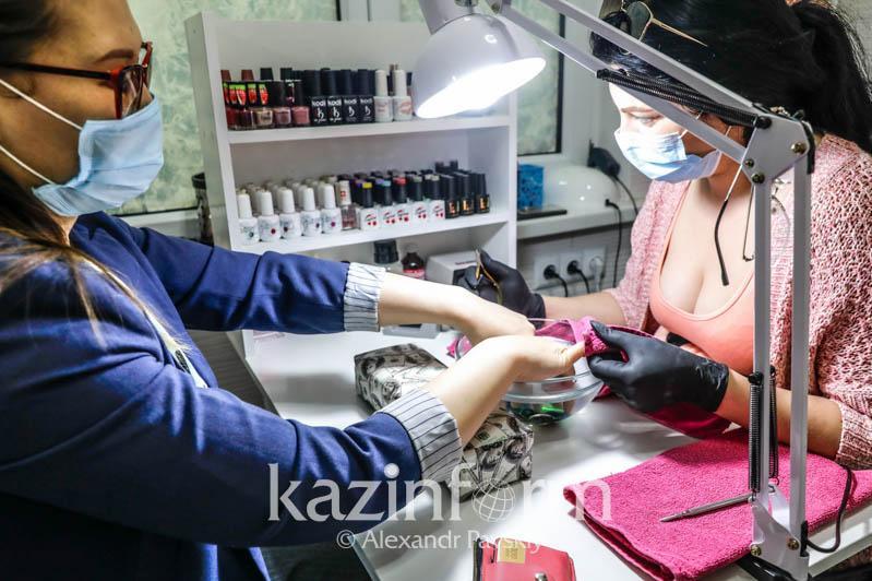 От салонов красоты до ресторанов: почти 150 объектов нарушили карантин в столице в выходные