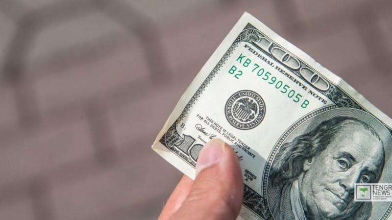 قازاقستاندا دوللار وسىمەن ەكىنشى كۇن قىمباتتاپ جاتىر