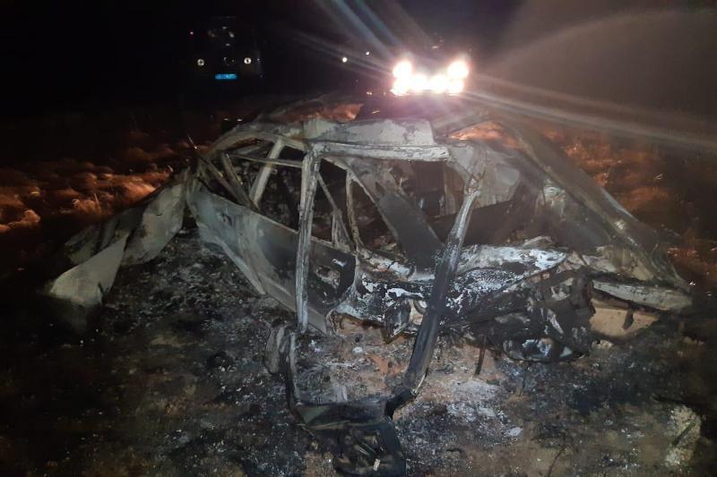 Автомобиль сгорел на трассе в Акмолинской области: двое погибли