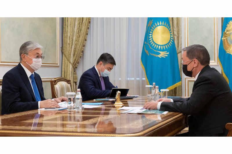 总统接见农业部部长奥玛若夫