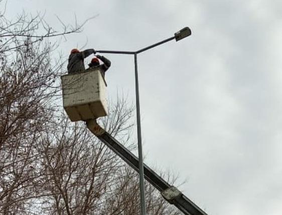 Новые светильники начали устанавливать на улицах Семея