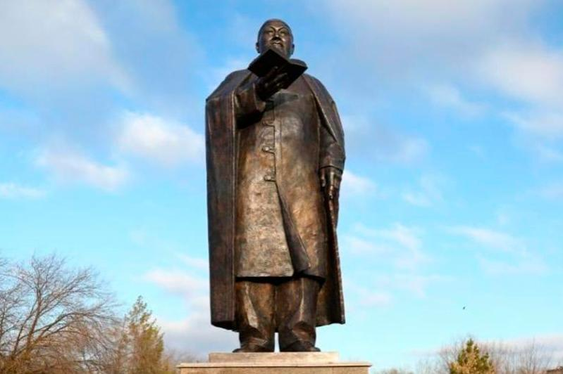 Abai statue unveiled in Kazakh city of Aktobe