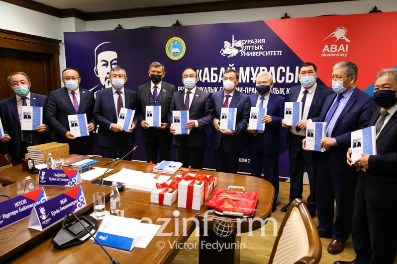 Книга Касым-Жомарта Токаева «Абай и Казахстан в XXI веке» презентована в Нур-Султане
