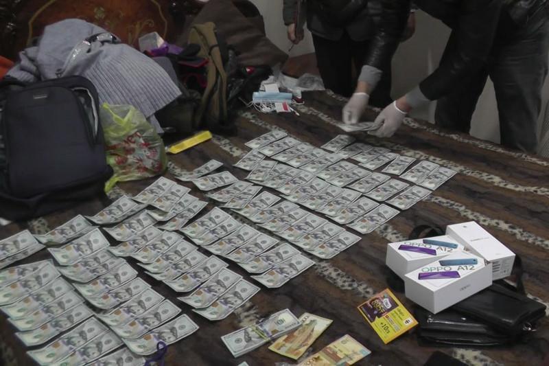 Более 18 млн тенге похитили у пенсионерки в ВКО