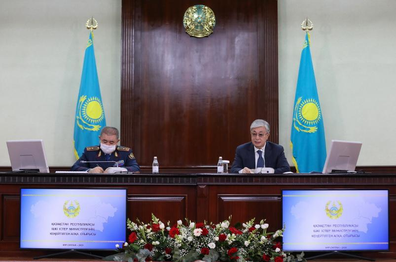 托卡耶夫总统召开内务部部委扩大会议