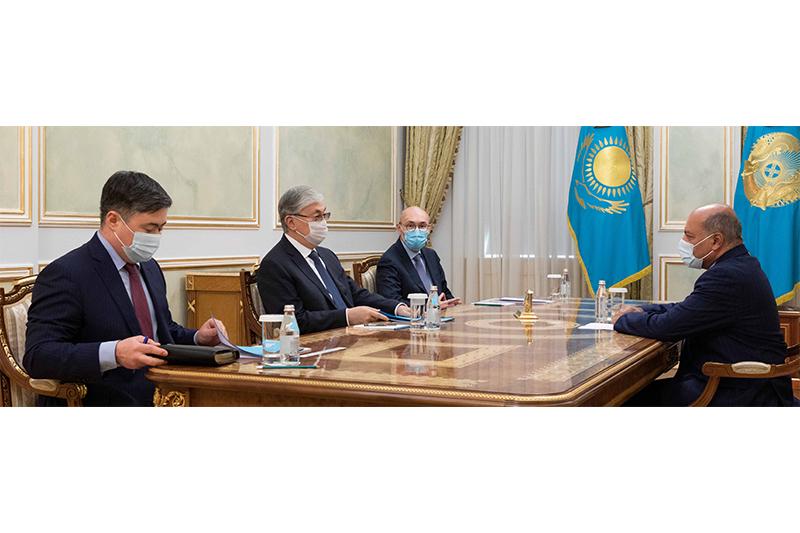 托卡耶夫总统会见最高改革委员会副主席查克拉巴蒂
