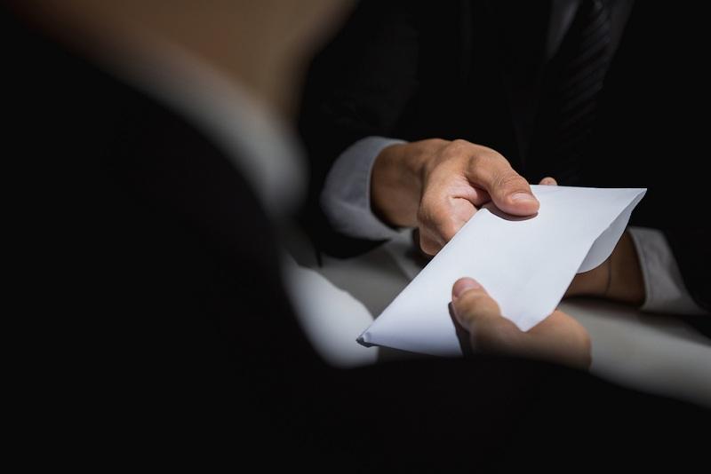 В попытке дать взятку подозревают руководителя ветлаборатории в Алматинской области