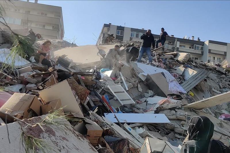 На западе Турции произошло землетрясение магнитудой 6,6: разрушены жилые здания