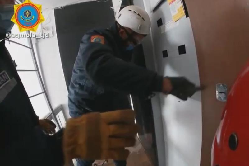 Запертую дома 71-летнюю пенсионерку спасли в Акмолинской области