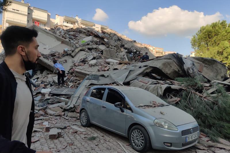 Число пострадавших при землетрясении в Измире достигло 321